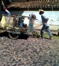 Foto-vida-reciclada-2-carro-costado-subida-empedrado-120x134